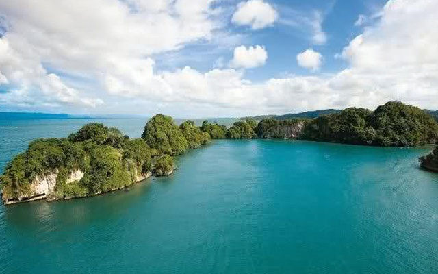 Los Haitises National Park Boat Tours from Samana.